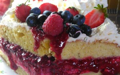 Edenshine Restaurant - Berry & Cream Gateau (600x)