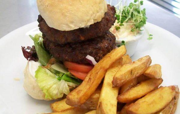 Edenshine Restaurant - Traditional Beef Burger (680x)